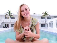 Sizzling Jessie Rogers tosses off this throbbing cock