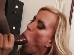 Amber Lynn check the hard and long dick by her mouth