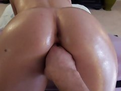 Rebecca Linares oil on ass for a pussy fingering