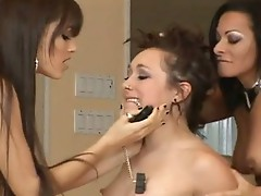 Sandra Romain plays domineEring to a sweet lezbo craving for a Nice actionion
