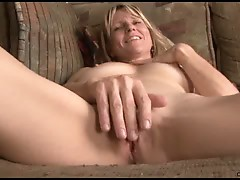 Amateur milf berkley gets nude & stuffs a dildo orgasmic pleasure