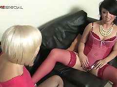 Two femme fatales show some lesbian loving