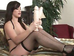Perverted hot brunette slut opens sweet pussy for solo pussy toying