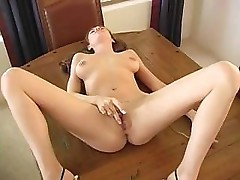 Jamie Lynn knows how to get her pussy nice and wet when she cums