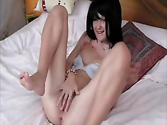 Crazy chick masturbating on the bed