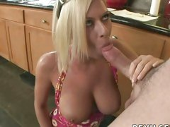 Hot chick Riley Evans loves to pleasure of blowing her boyfriend's shaft