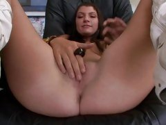 Amazing Cassandra Nix torments her dripping gash