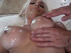 Lexi Swallow like the Massage of sex-toy in her vaGina