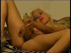 Czech slut pumping her pussy