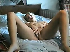 Teen shows her pussy