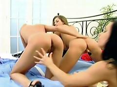 Hot lesbian 3some