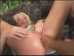 Wild slut Melissa caters nasty cocks