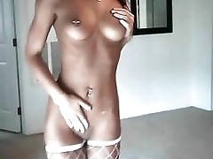 Dancing Girl showing her Pussy