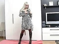 Anita fucks her pussy with dildo through black pantyhose