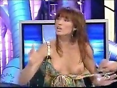 Silvia Fominaya shows boobies in front of TV cam
