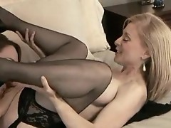 Hot milf likes to lick moaning brunette