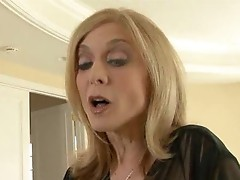 Sweet Nina Hartley doin a nice handjob