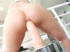 Jayda Diamonde fucks her ass with a huge dildo