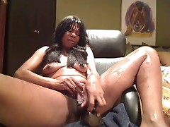 Black milf play with a toy 1