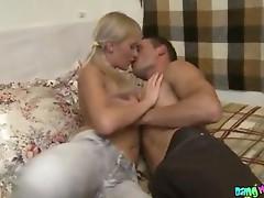 Blondie stretches tight anus